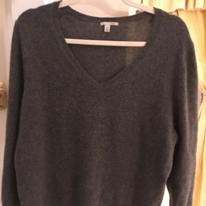 Gorgeous EUC cashmere v neck sweater